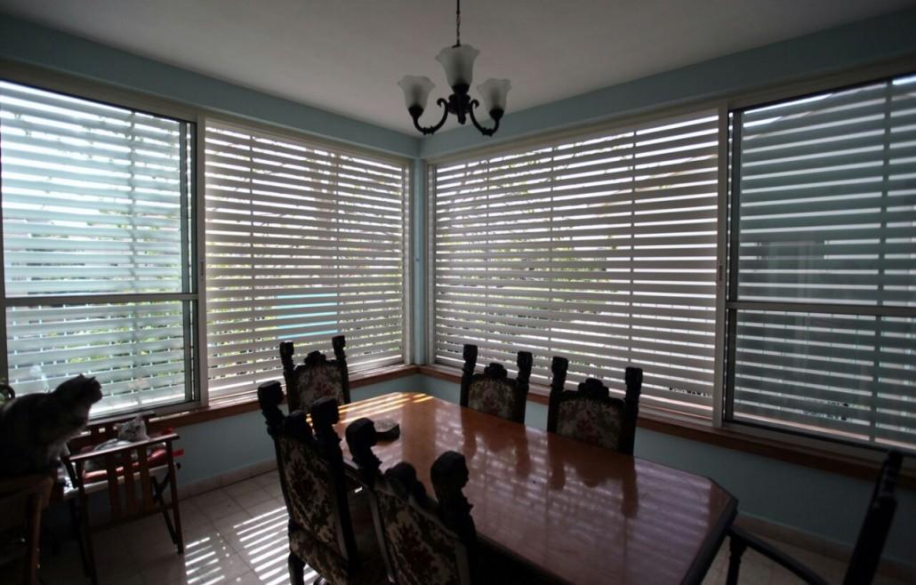 תריס חשמלי סגור, חלונות אלומיניום - תריסי ניר מבט פנימי 9